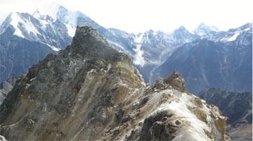 Erklimmen Sie den Yala-Gipfel